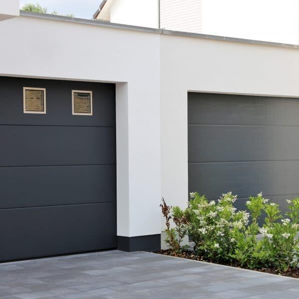 porte de garage noir latérale